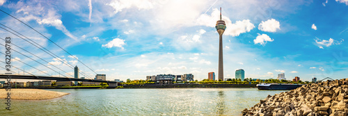Foto Dusseldorf skyline with the famous television tower and the Rhine on a beautiful