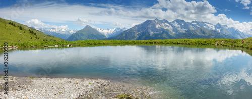 Panorama von einem Bergsee in den Alpen des Zillertal in Tirol Österreich Canvas Print
