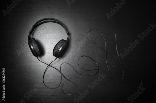 Fotografie, Obraz Black dj headphones on black wooden background
