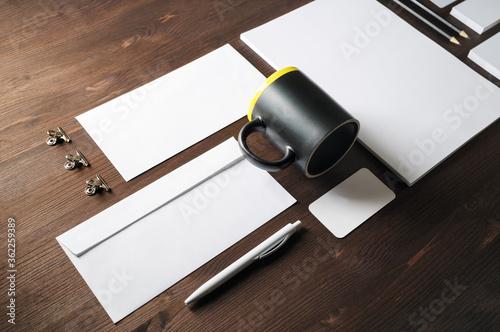 Fotografía Photo of blank stationery set on wooden background