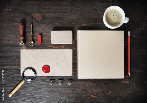 Fotomural Retro stationery template on wood table background