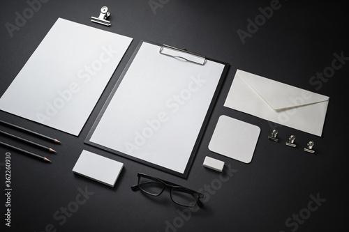 Fotografía Photo of blank stationery set on black paper background