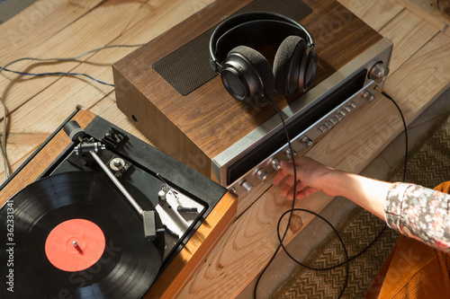 Obraz na plátně HiFi system with turntable, amplifier, headphones and lp vinyl records in a list