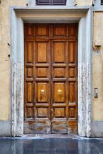 Old Wooden Front Door In Rome ...