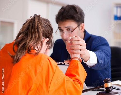 Photographie Lawyer meeting his client in prison