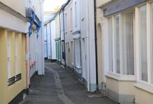 Tiny, Narrow Streets Behind Th...