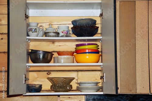 Photo Old vintage tableware in a rustic Cabinet