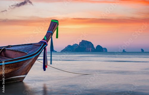 Traditional long-tail boat on the beach in Thailand Slika na platnu