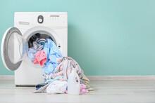 Washing Machine With Dirty Clo...