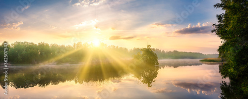 Obraz sunrise over lake - fototapety do salonu