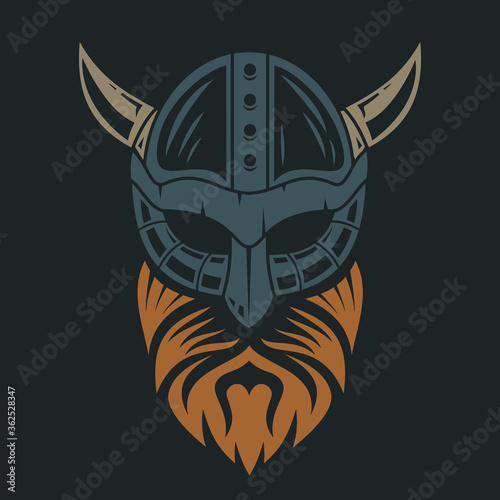 Photo Head of bearded viking in helmet with horns