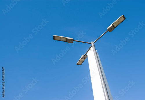 Photo Low Angle View Of Windmill Against Clear Blue Sky