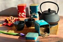 Teapot With Loose Green Tea Le...