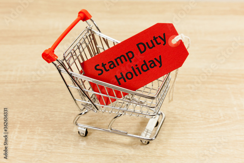 Foto Stamp Duty Holiday Concept - with message in a shopping trolley