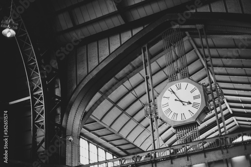 Obraz na plátně Low Angle View Of Clock On Ceiling At Railroad Station