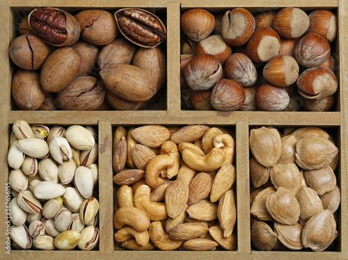 Valokuvatapetti Various nuts in wooden box