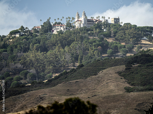 HEARST CASTLE FROM HIGHWAY 1 CALIFORNIA Fototapeta