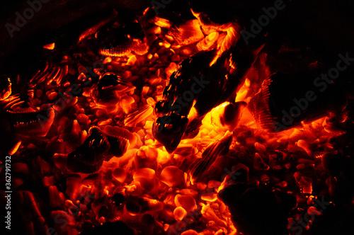 Valokuva Hellfire and embers on a black background