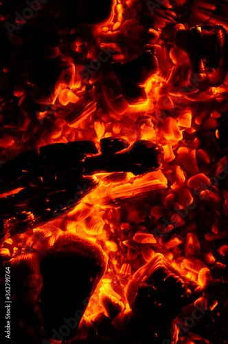 Photo Hellfire and embers on a black background