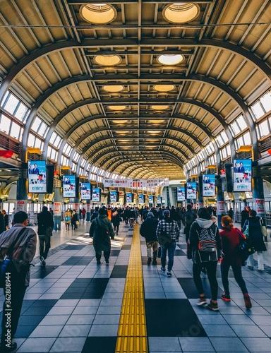 Fotografia Crowd At Railroad Station