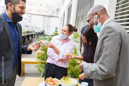 Leinwand Poster Business Team Leute in der Mittagspause beim Smalltalk