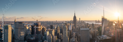 Fotografia Aerial View Of Buildings In City During Sunset