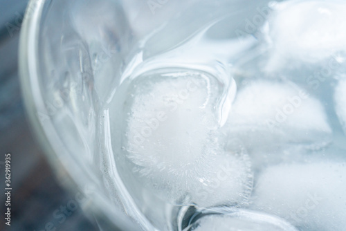 Valokuva 冷たいお水 グラスのお水