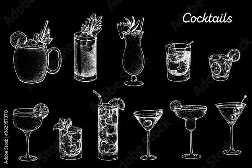 Fototapeta Alcoholic cocktails hand drawn vector illustration. Sketch set. Moscow mule, bloody mary, pina colada, old fashioned, caipiroska, daiquiri, mint julep, long island iced tea, manhattan, margarita. obraz
