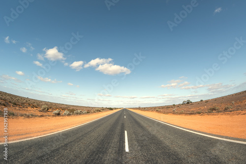 Fototapeta Road in Australia with curved horizon obraz