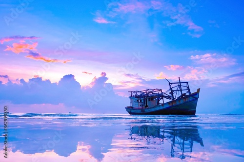 Canvastavla Fishing Boat In Sea Against Sky During Sunset