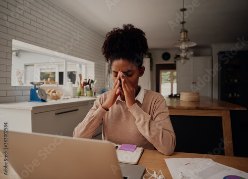 Fotografía Stressful african american businesswoman holding nose bridge, suffering from dry