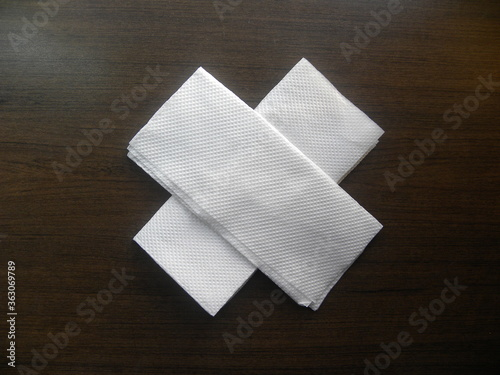 White color tissue papers kept on wooden table Canvas-taulu