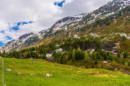 Obraz na plátně Scenic View Of Field By Mountains Against Sky