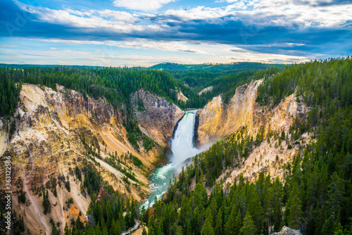 Fotografia The lower fall in Yellowstone National Park, Wyoming.