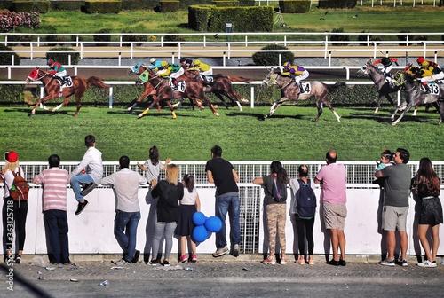 Rear View Of People Watching Horse Race Fototapet