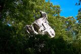Fototapeta Fototapety Paryż - Francja , Paryż , sierpień 2015 , cmentarz Pere Lachaise , rzeźba jeźdźca na grobowcu