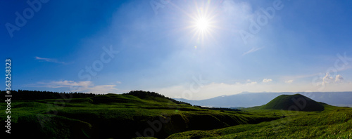 Photo 阿蘇山道から絶景パノラマ風景写真 美しい大自然の景色 新緑・初夏 日本 A panoramic view from the Aso mountain road