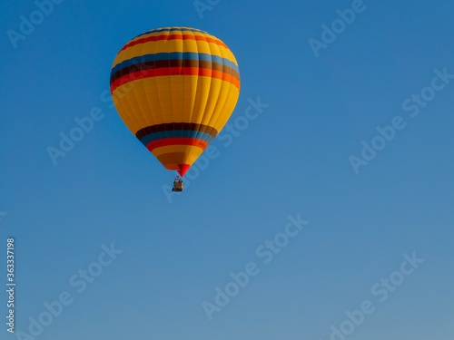 Low Angle View Of Hot Air Balloon Against Clear Blue Sky Fototapet