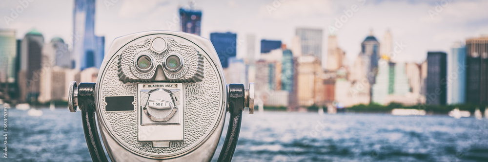 Fototapeta New York City travel tourist attraction icon - coin binocular tower viewer on skyline background in summer. USA destination panoramic banner.