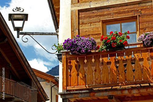 Photo balcone fiorito a Varena (Trento)