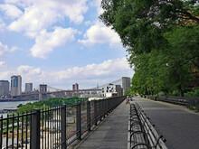 Brooklyn Waterfront Promenade With View Of Brooklyn Bridge