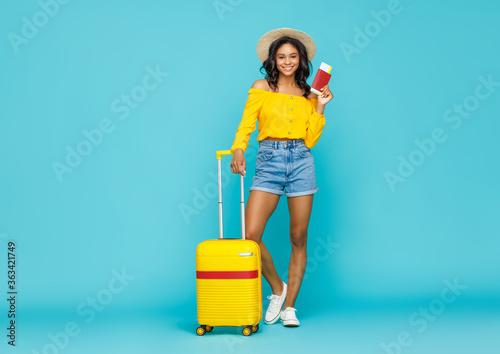 Fotografie, Obraz Stylish ethnic traveler with suitcase.