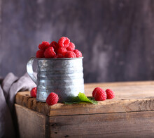 Fresh Berry Red Raspberries In...