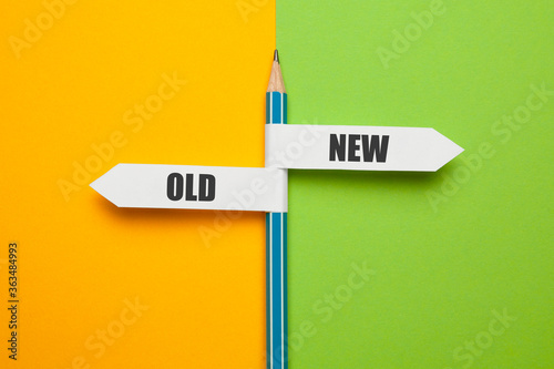 Fotografia Pencil - direction indicator - choice of old or new way