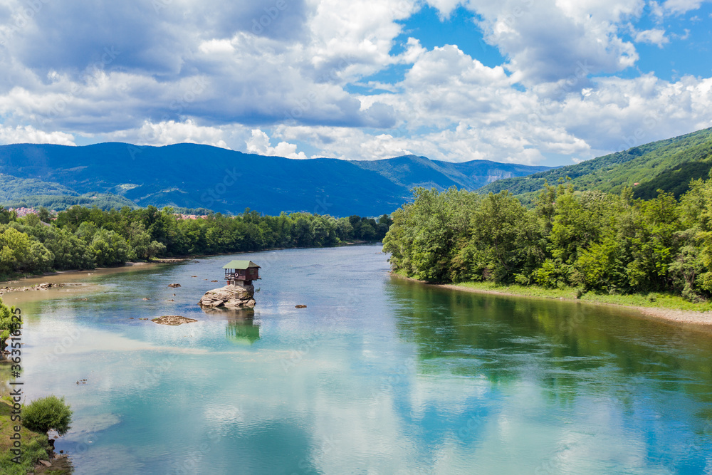 Fototapeta Tourist attraction , romantic ,wooden cabin-like house ,on the rock at Drina river, Serbia
