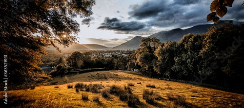 Foto Scenic View Of Field Against Sky During Sunset