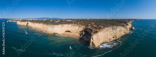 Obraz na plátně Costa del Algarve, Portugal, a vista de drone.