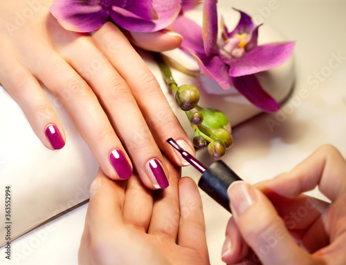 Fotografía manicure, hand, nail, beauty, woman, care, hands, finger, beautiful, spa, nails,