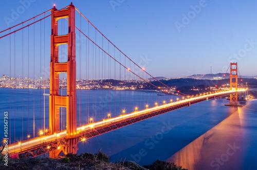 Fotografia View Of Suspension Bridge In City