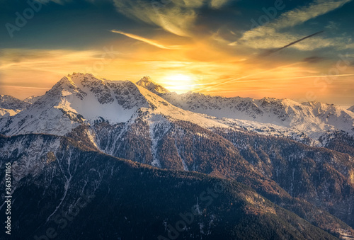 Fotografia Scenic View Of Snowcapped Mountains Against Sky During Sunset